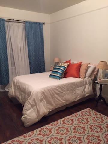Middle of Brooklyn 1-bdrm Charmer - Brooklyn - Apartment