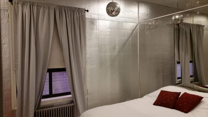 Justice Hotel at 6018North – Room 2North