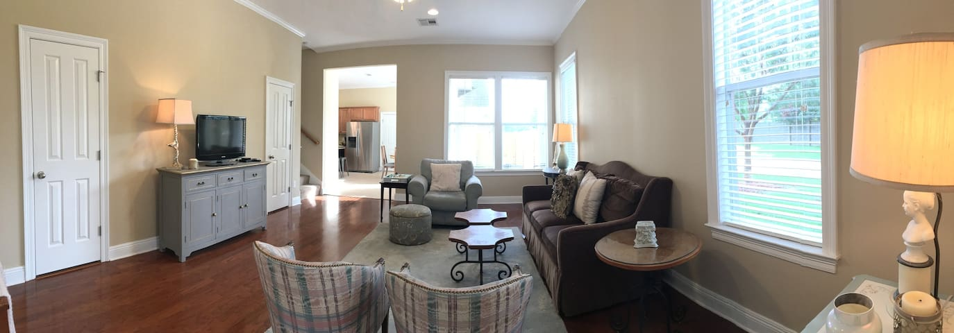 Two Bedroom Townhome in the Heart of Baton Rouge - バトンルージュ - タウンハウス