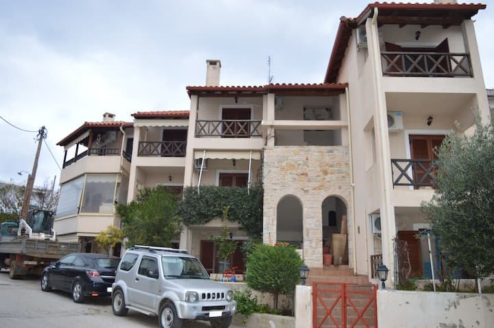 Vacation apartment near the Afytos square