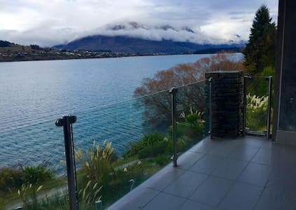 Lakefront Modern Spacious Studio - Queenstown - Apartment