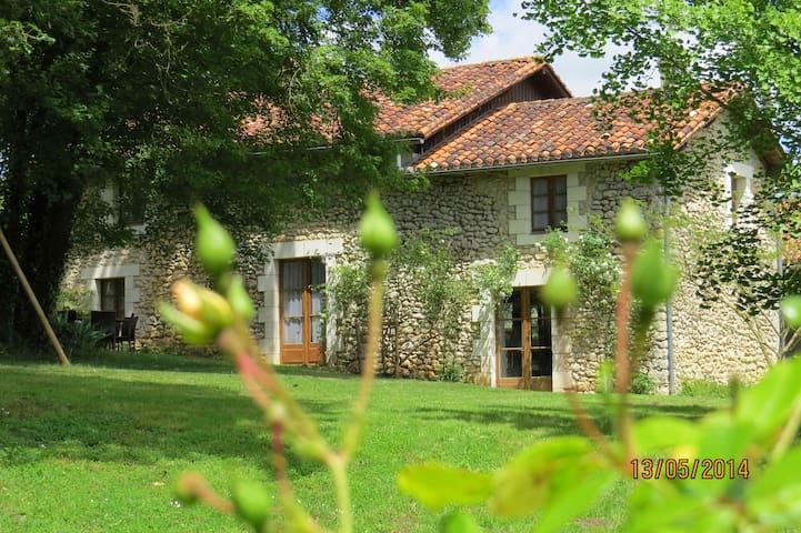 Maison de charme en Périgord - Bourdeilles - House