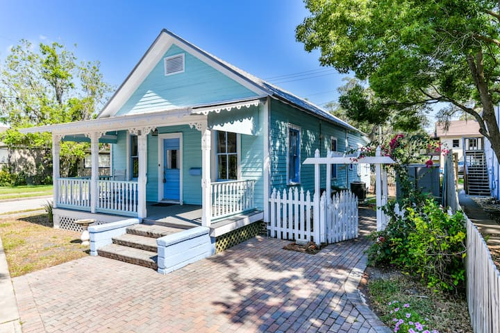 Victorian Home☀️Near Downtown Attractions + Beach