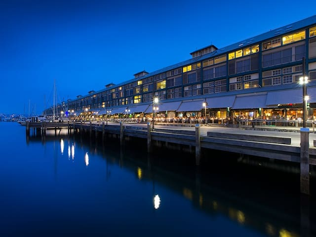 Loft apartment on Sydney Harbour - วูลลูมูลู