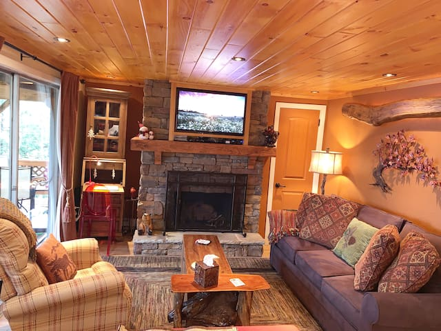 Fancy Cozy Condo within 200 Yards from the Slopes