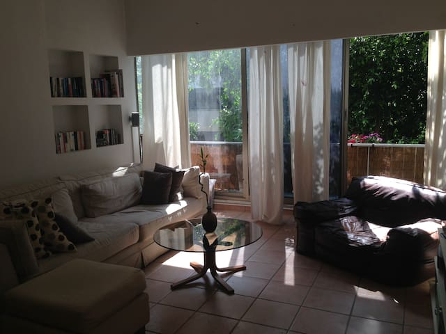 Quiet 1 BDR 10 mins from beach - Tel Aviv-Yafo - Appartement