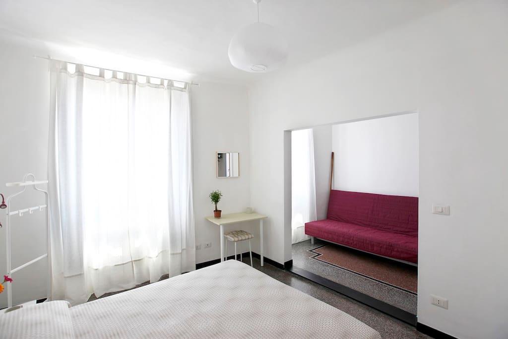 divano letto ampio e comodo con possibilità di salottino in camera