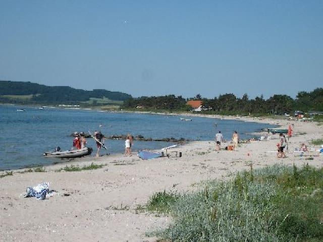Sommerhus i Havnsø - tæt på strand - Føllenslev