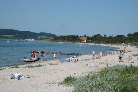 Sommerhus i Havnsø - tæt på strand - Føllenslev - House