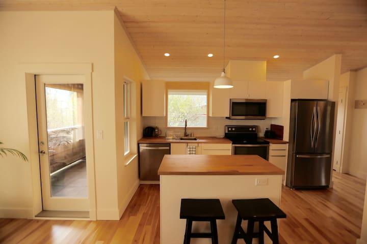 Bright and cozy apartment in Squamish