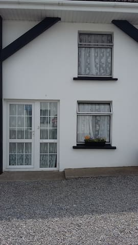 Apt 3 - Riverview Holiday Apartments - Ballycrogue  - Flat