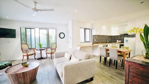 Coconut Palm Apartments - 01