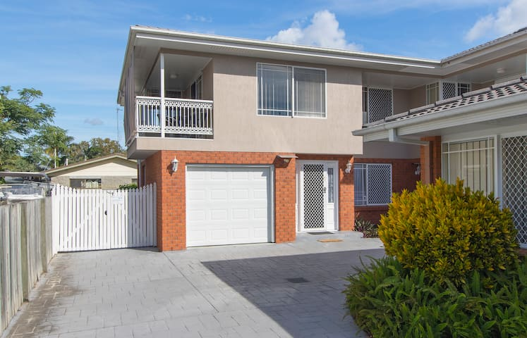 Bayz on the River  PET FRIENDLY - Maroochydore - House