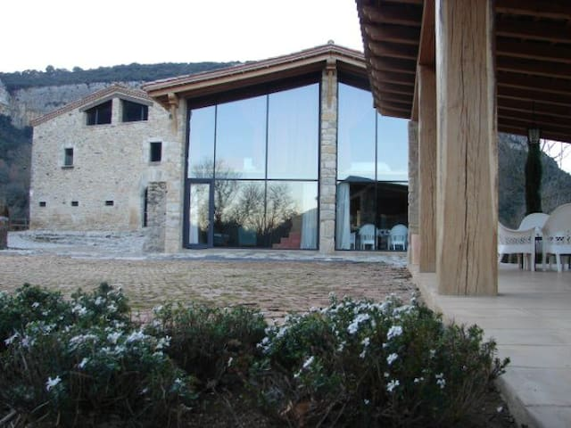 Glass barn with a view and pool - Sant Martí de Llémena