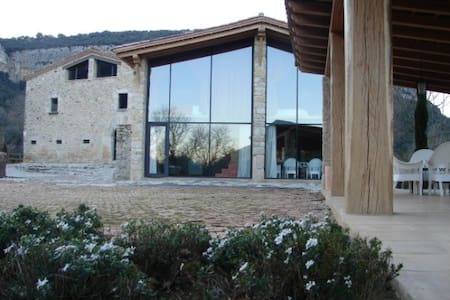 Glass barn with a view and pool - Sant Martí de Llémena - Haus