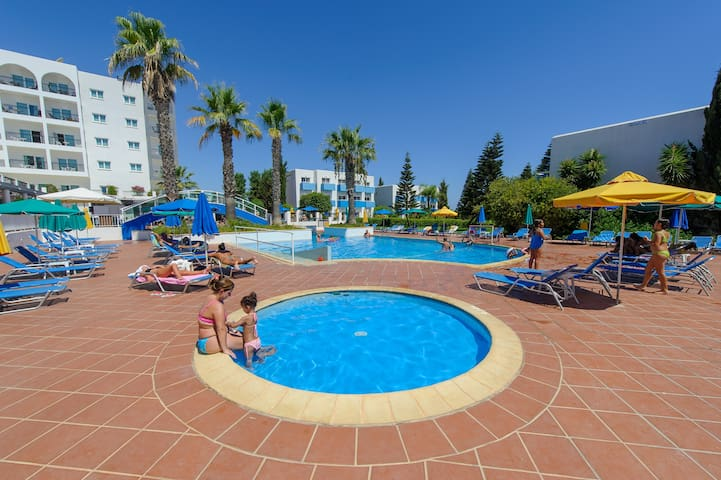 Fantastic 1 bed apartment with amazing sea views!