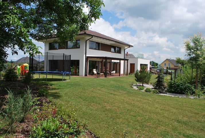 New modern house near Prague - Šestajovice - Haus