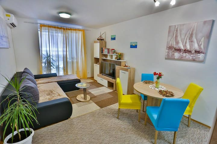 "APARTMAN ""KUSIĆ"" 4+2 people,WITH PARKING 👗👠😊"