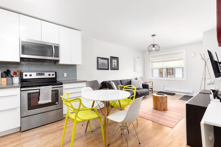 Modern and Stylish 2 bedroom Flat by Subway