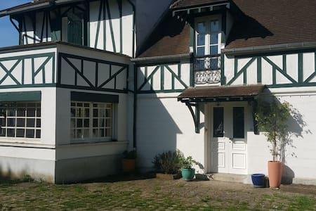 Cottage à 5' du Technocentre et 10' de Versailles