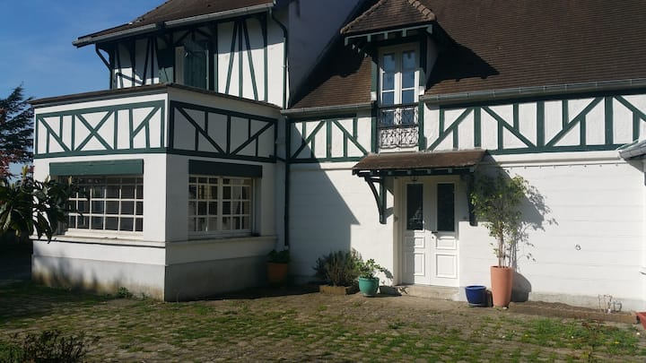 Cottage 10min from Versailles and 20min from Paris