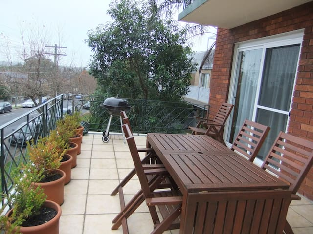 Our bright, airy unit is perfect for you! - ドラモイン(Drummoyne)