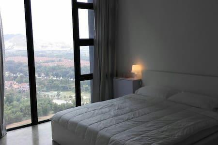 5-Star Spacious Room w/ PrivateBath - Subang Jaya