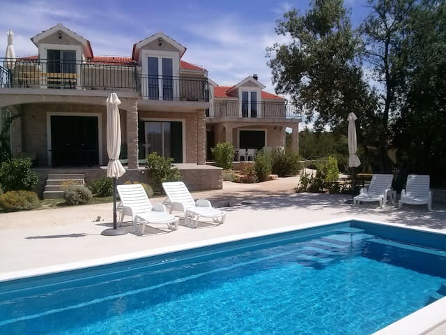 Apartment(8pers.)with swimming pool