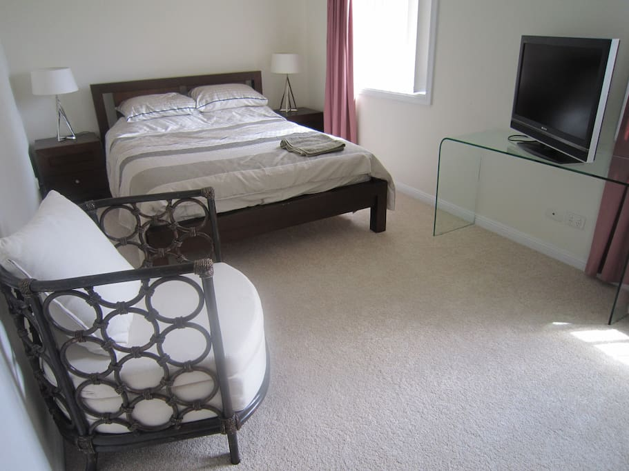 Large room close to airport