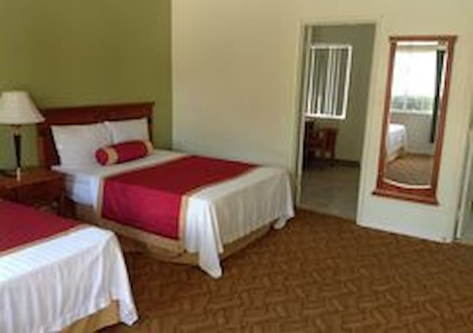DELUX SPA ROOM /WITH KITCHENETTE 120.00 A NIGHT (ask about weekly rates)