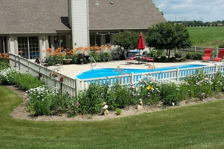 Beautiful ranch home with in ground pool - Hartland - Haus