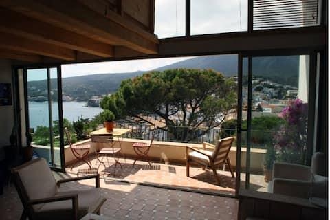 Wonderful sea views, duplex house in town center