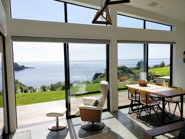 Knights in Residence - Ocean Front Retreat
