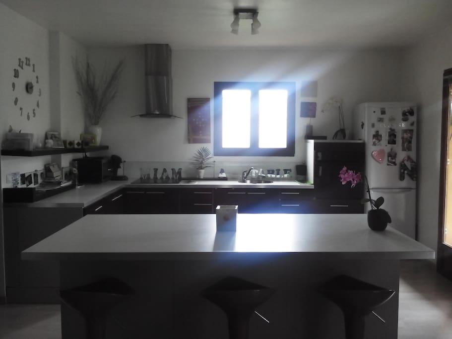 Haut de villa au calme houses for rent in plan de cuques for Cuisine ouverte 22m2