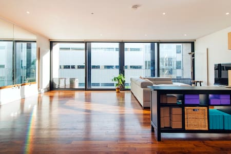 Sunny Room in Modern, Spacious Flat