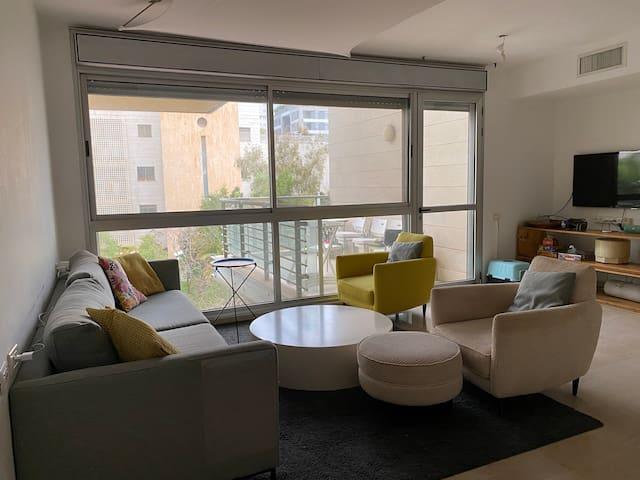 Spacious 4 bedrooms apt, Tel Aviv
