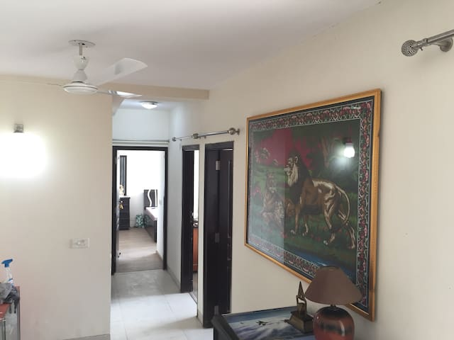 Well ventilated house with a fabulous view - NOIDA