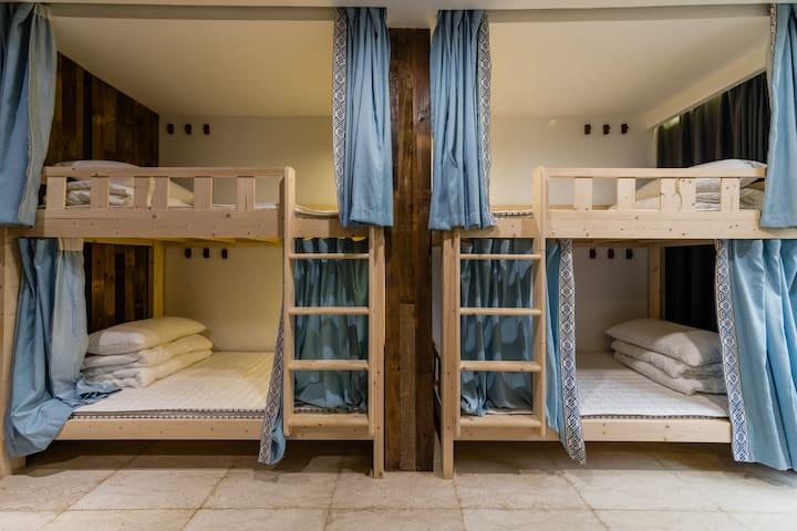 精选床品,私密空间让你安心入眠