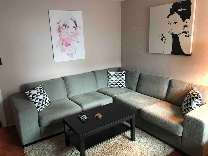 Spacious basement flat 5.min from Keflavik airport