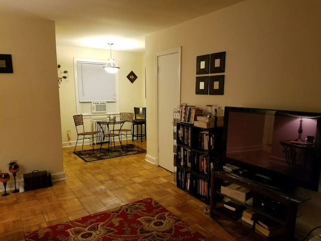 Cozy Apt in DC, Close to MD & VA! - Washington