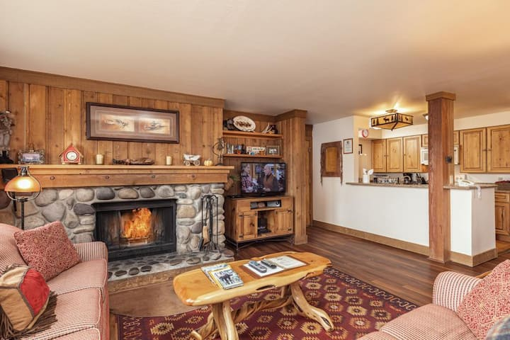 Nez Perce D3: Teton Village- Spacious- Great Views- Pool, Hot Tub Access