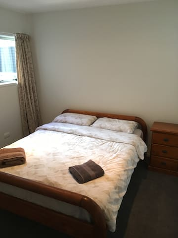 Lovely double room -queen bed-near central - Rotorua - House