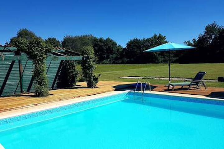 Converted Charantaise barn with  pool
