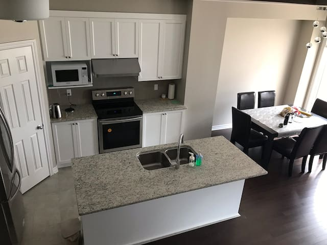 Clean Private room in Kanata for rent