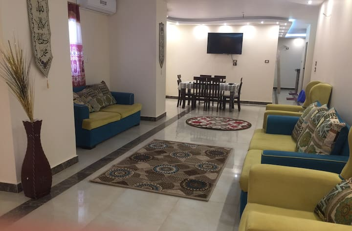 Luxury fully furnished APT ,Pyramids & Museum view