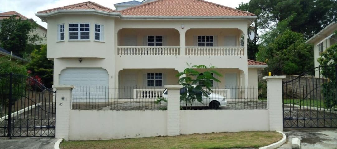 Come and enjoy the local life... - Ocho Rios - Apartment