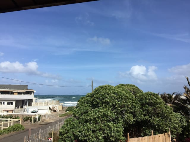 Ocean side 2 bedroom 1 bath Unit - Wailuku