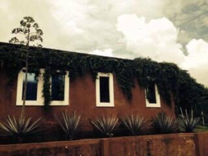 Hermosa casa en Malinalco con vista a las montañas