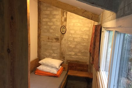 Small room with single bed, located in campsite.