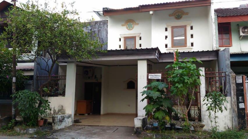 Rumah tinggal Ibu Linda, Jl Melati Raya, Makassar